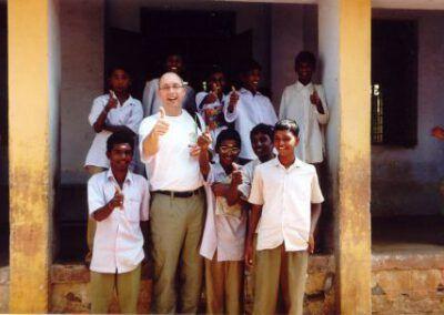 india__paul_brussaard-en_jongens_voor_de_school